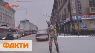 В Ровно лыжник прокатился по центру города, зацепившись за авто