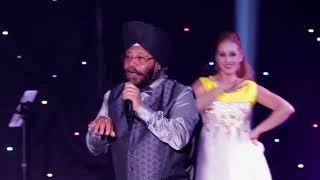 yeh chand sa roshan mov singing at lour 2nd june show
