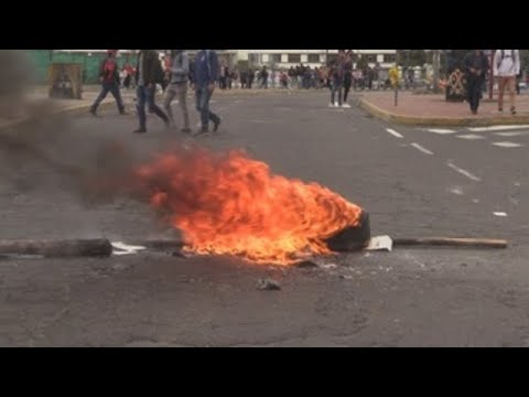 Arde Ecuador por protestas en contra de la subida del precio de los combustibles