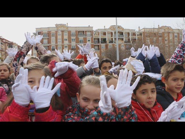 Cientos de escolares gritan por la paz