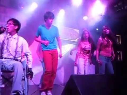"""Giuliano Senisse - Glee En La Estación De Barranco """"Edgar Safety Dance"""""""