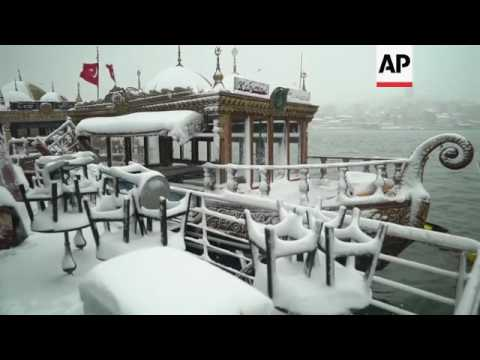 Snowfall in Turkey causes travel disruption