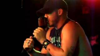 Brantley Gilbert - Take It Outside