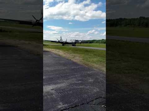 B-29 FiFi taxi at KASH, Boire Field, Nashua, NH