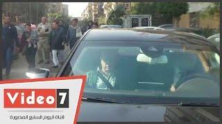 نجيب ساويرس يغادر كنيسة العذراء عقب الصلاة على شهداء البطرسية