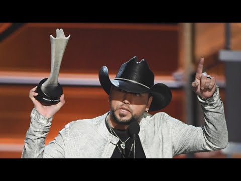 Cover Lagu Jason Aldean Wins Entertainer of the Year at ACM Awards After Las Vegas Tribute STAFABAND