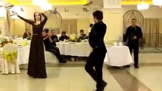 Четко, красиво танцуют лезгинку