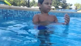 Дориан се учи да плува(2)/Dorian is learning to swim.