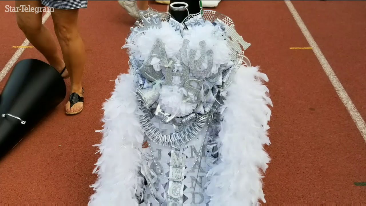 Football Is Big In Texas But So Are The Homecoming Mums Youtube