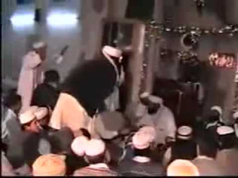Barelvi chicken dance.wmv