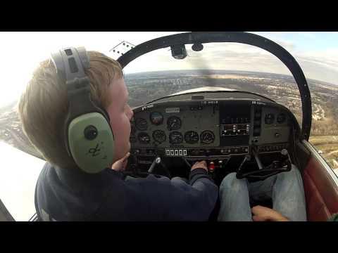 Landing a Grumman Yankee at KPNE