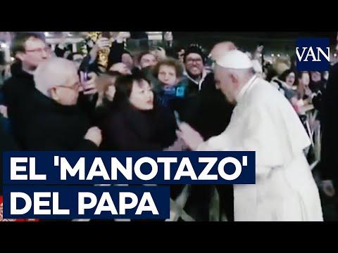 El 'manotazo' Del Papa Francisco A La Mano De Una Mujer