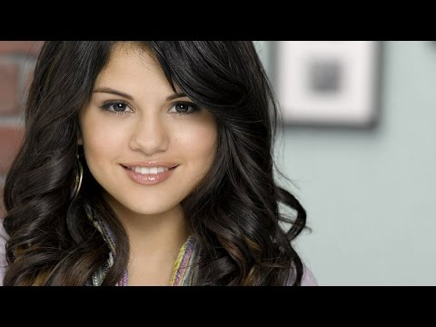 Selena Gomez Checks Into Rehab