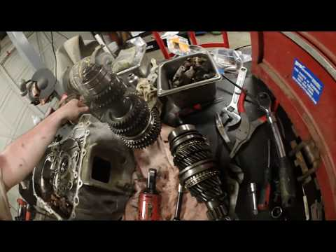 damaged b-series transmission tear down - Видео с YouTube на