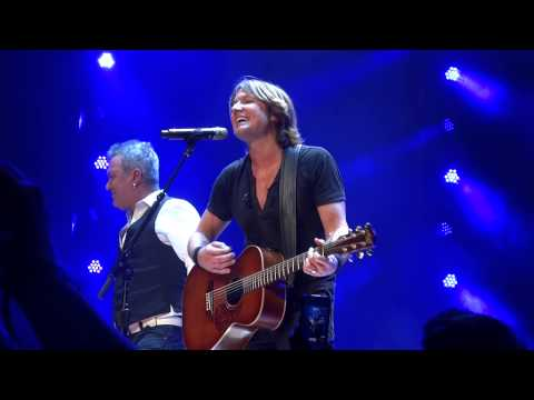 Keith Urban & Jimmy Barnes sing Flame Trees Sydney Wed 30th January 2013
