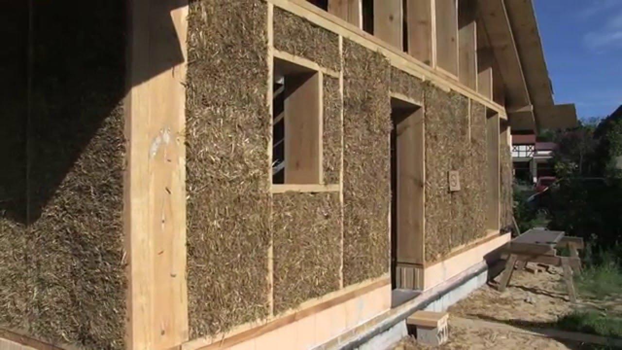 Trailer construcci n moderna con balas de paja paja for Architettura moderna case