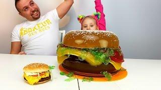 Обычная Еда ПРОТИВ Мармеладной Бургер 10 КГ из МАРМЕЛАДА DIY Как МЕГА БОЛЬШОЙ БУРГЕР MEGA BIG BURGER