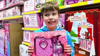 Зачем Максу игрушки для девочек?