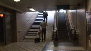 如何讓人自動走樓梯而不搭電扶梯?很有創意! thumbnail