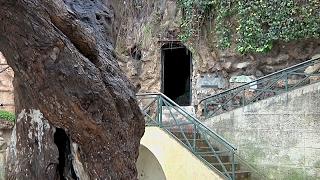 Энтузиасты реставрируют пещеру Сервантеса в Алжире (новости)(http://ntdtv.ru/ Энтузиасты реставрируют пещеру Сервантеса в Алжире. Здесь на плато алжирского региона Белуиздад..., 2017-02-03T06:28:53.000Z)