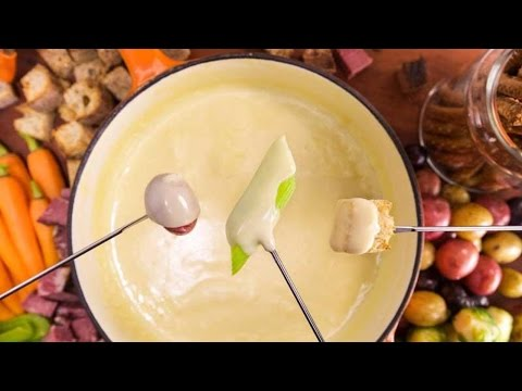 Delicious Dips: Irish Whiskey And Beer Cheese Fondue | Rachael Ray Show