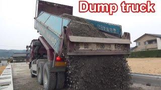 はたらくくるま ダンプカー Dump truck下層路盤材搬入 Construction site in Japan
