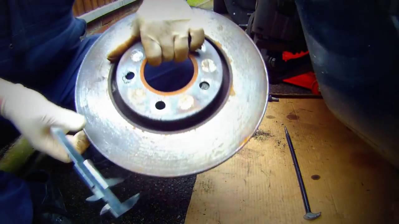 Как быстро снять передние тормозные диски Chrysler , Dodge