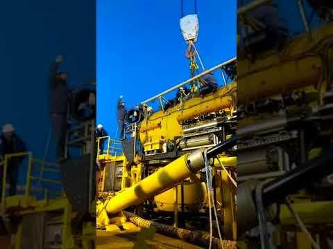 Montaje del minusubmarino de rescate en el Sophie Siem