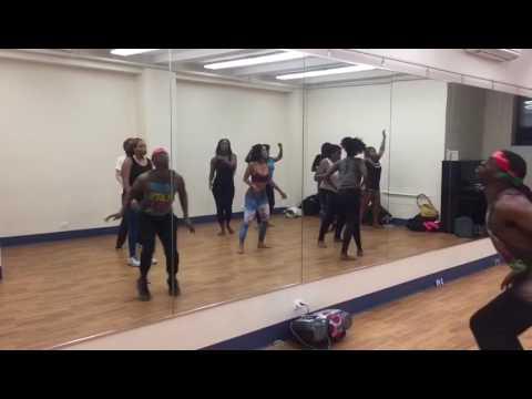 ILLY's Dance CLASH: Karolina by Awilo Longomba