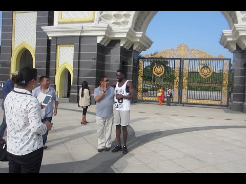 Chinese tourists in Malaysia super excited meeting black people (^__^)