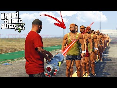 QUANTAS PESSOAS A NOVA ARMA LASER CONSEGUE ATRAVESSAR NO GTA 5?!?! (1x100) thumbnail