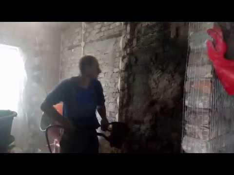 Укрепление старых кирпичных стен правильным нанесением цементной штукатуркой с фиброволокном