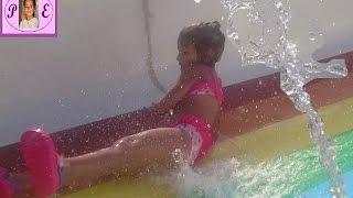 Водная горка🌞Игра в бассейне. Видео для детей Игра для детей.(, 2016-06-25T17:38:22.000Z)