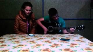 Красиво поёт бумбокс - вахтерам род гитару