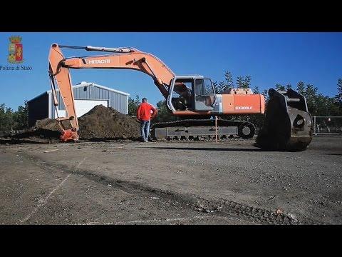 Rubano ruspe da un cantiere e scappano sull'A1, in manette due rumeni