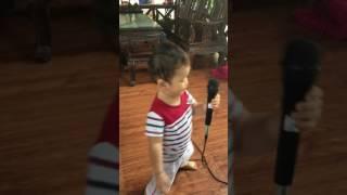 Bé Phan Trung Hiếu karaoke bài Tập Đếm