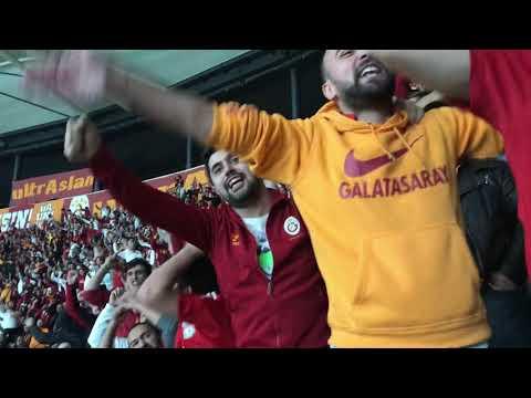 Beşiktaş deplasmanında Galatasaray tribünü Beşiktaşlıları trollüyor