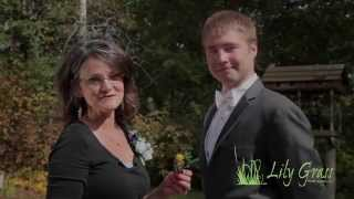 How to Pin a Corṡage and Boutonniere