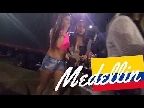 Medellin Colombia: Nightlife in Parque Lleras El Poblado (SUBTITULADO) [#39]