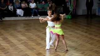 Lambada красиво танцуют:-)(через YouTube Объектив., 2013-11-24T12:56:06.000Z)