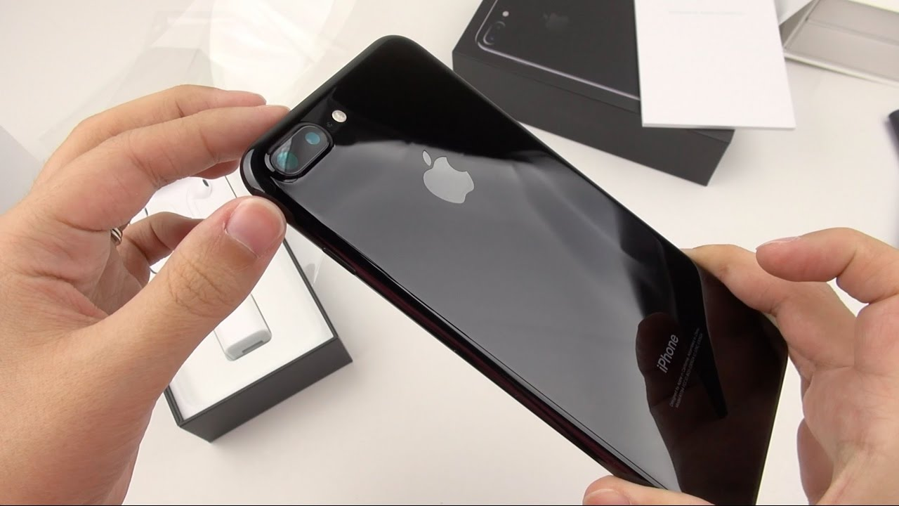 iphone 7 plus jet black hands on. iphone 7 plus jet black hands on youtube