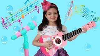 Masal Gitarıyla Şarkı Söylüyor - Masal Toy Guitar play Little Baby song for kid video