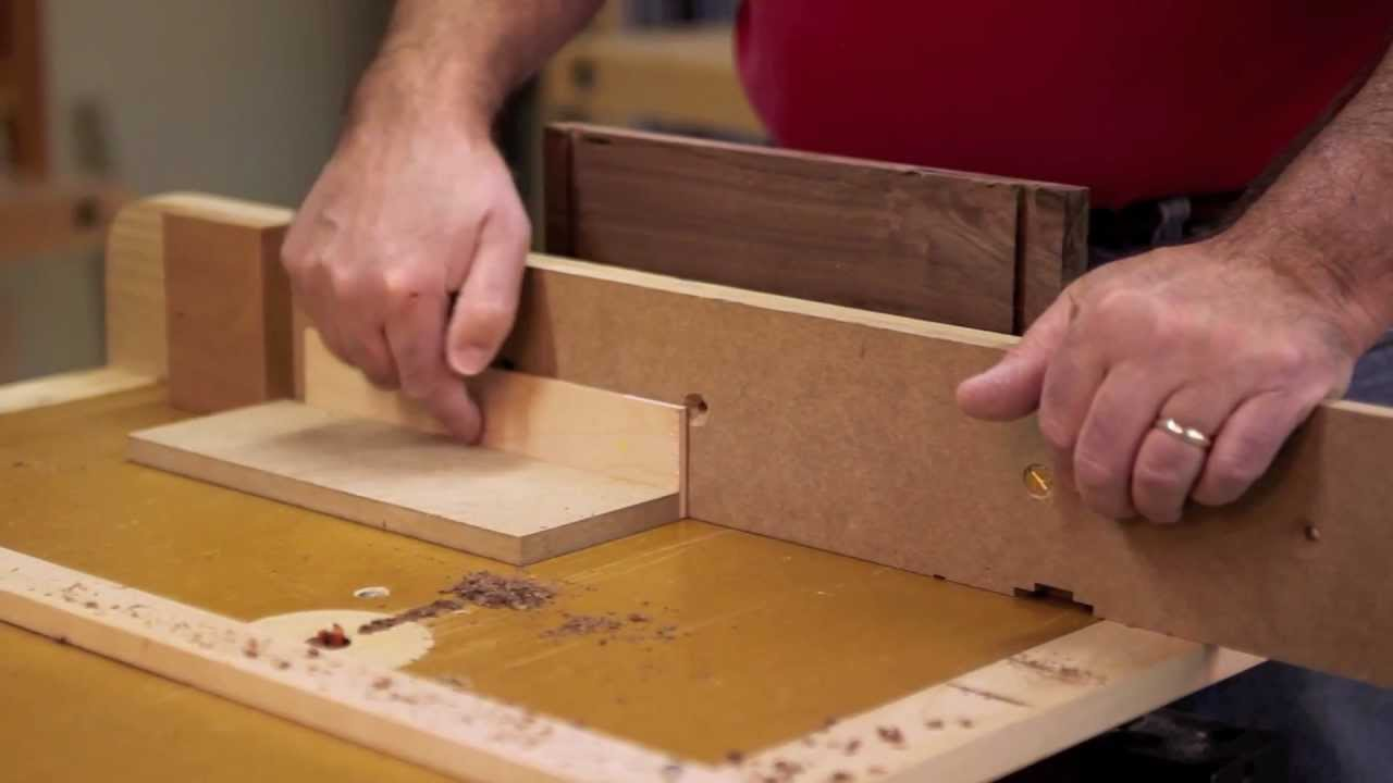 Make a drawer with dovetail joinery cut router