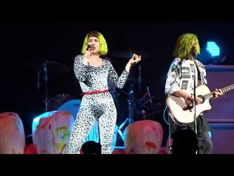 Grouplove - Tongue Tied - Live at Little Caesars Arena in Detroit, MI on 10-19-17