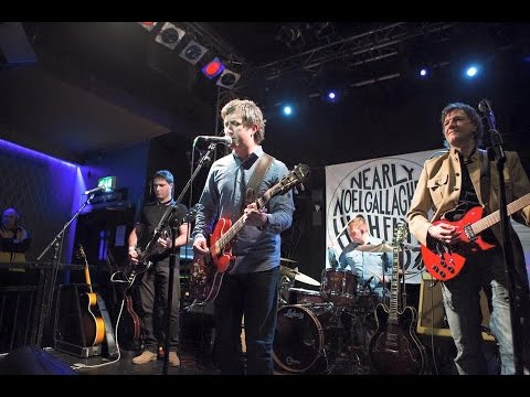 Nearly Noel Gallagher's High Flyin' Birdz - Everybody's On The Run