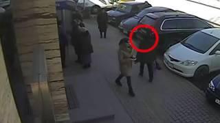 Տեսագրությունում երևում է, թե ինչպես է կինը վերցնում 5 500 դոլարը