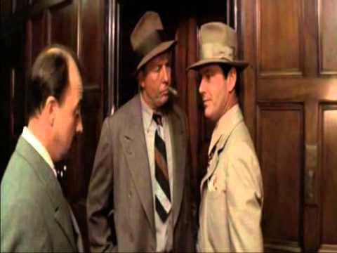 Chinatown (1974). Gittes se cachondea de Mulvihill