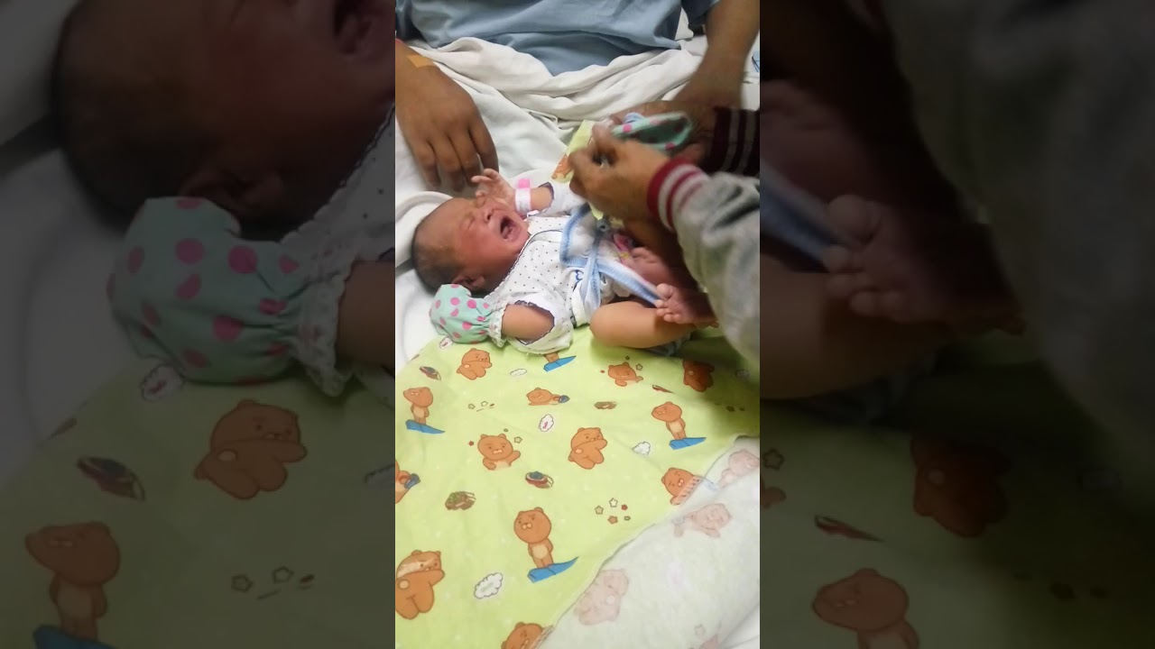 Cara Bedong Bayi Baru Lahir || Aqila Bayi - YouTube
