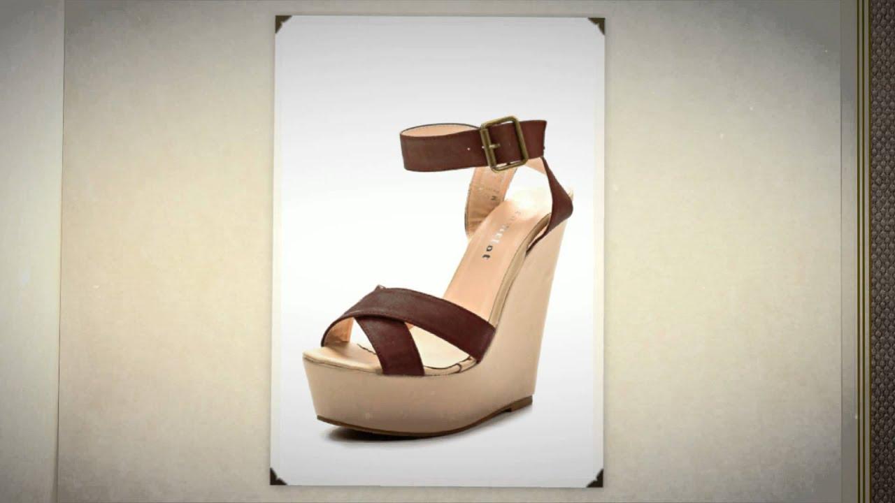 Купите классические туфли – лодочки черного или бежевого цвета на удобном. Если вы никогда не носили обувь на высоком каблуке, то даже для редких случаев одевания выбирайте средний каблук. Цена – залог успеха.