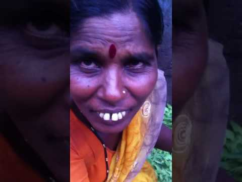 Dadar station।मुंबई मेरी जान।सलाम Bombay|lady travell from shegoan to sell organic herbs salute-rupa